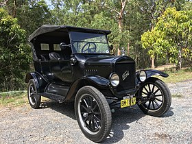 280px-1925_Ford_Model_T_touring.jpg