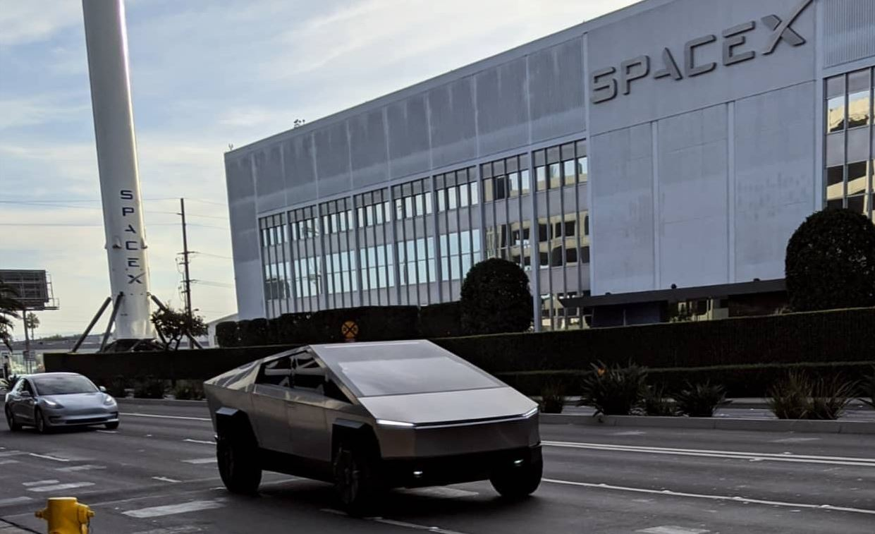 Tesla-Cybertruck-near-SpaceX-HQ.jpg